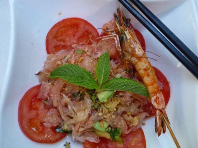 Avocado-Pomelo-Salat beim Vitnamesen